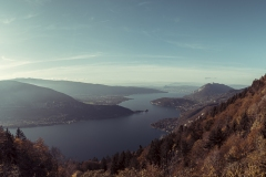 Lac d'Annecy aux couleurs d'automne
